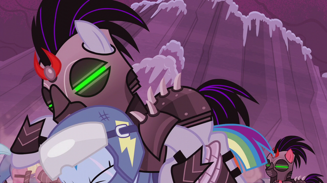 File:Crystal Pony ambushes Rainbow from behind S5E25.png