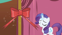 Rarity attaching bow S1E1