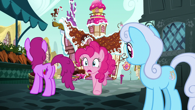 File:Pinkie Pie races to the train station S7E4.png