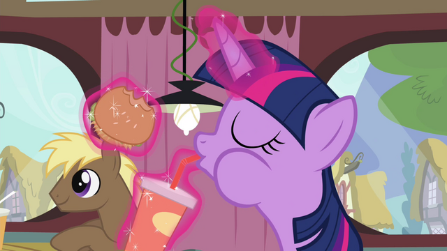 File:Twilight drinking beverage S4E15.png