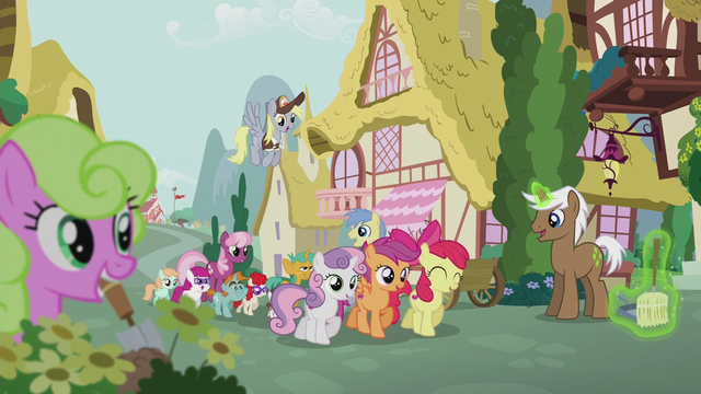 File:Crusaders lead a parade through Ponyville S5E18.png