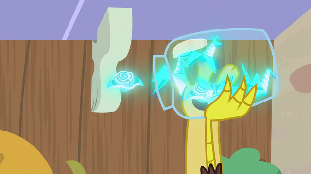 File:Discord catching flying napkins in a jar S7E12.png