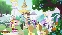 Princess Celestia walking to the dessert S2E24