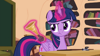 Twilight levitating horn S4E21