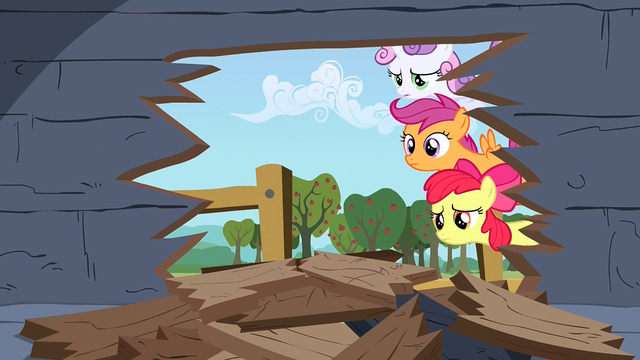 File:'You okay, Applejack?' S1E18.png