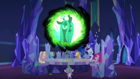 Queen Chrysalis appears in the communication window S6E25
