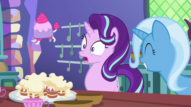 File:Starlight's pastry bag turns into teacup poodle S7E2.png