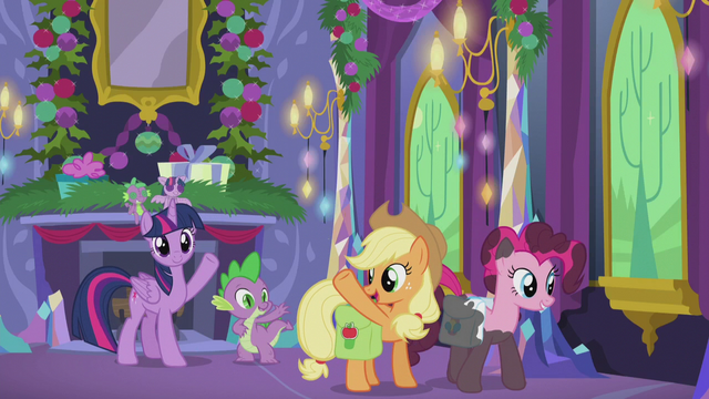 File:Twilight and Spike wave goodbye to Applejack S5E20.png