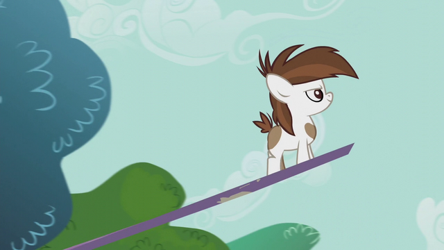 File:Pipsqueak on a seesaw looking determined S5E18.png