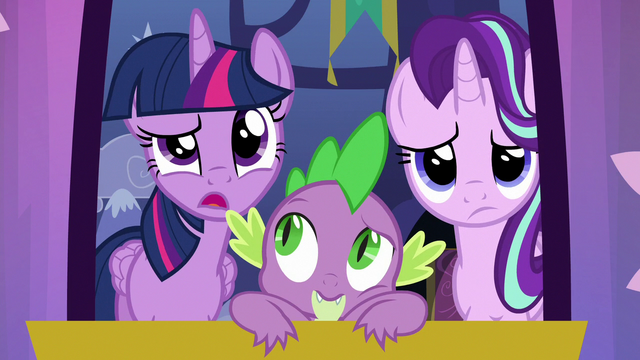 "File:Twilight Sparkle ""is it a bird?"" S6E25.png"