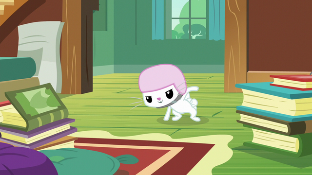 File:Angel Bunny about to do parkour S7E5.png