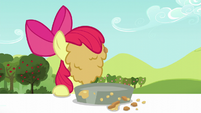Apple Bloom covered in pie filling S5E17