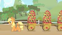 Applejack hauling apples S01E25