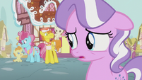 Diamond Tiara watching the Cake family S5E18