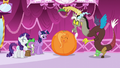 Discord pulls out stalk from orange Fluttershy S5E22.png