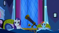 Rarity and Rainbow Dash in bed S5E13