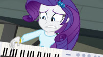 Rarity playing keytar with a worried look EG2