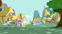 Angry ponies still chasing Trixie S7E2