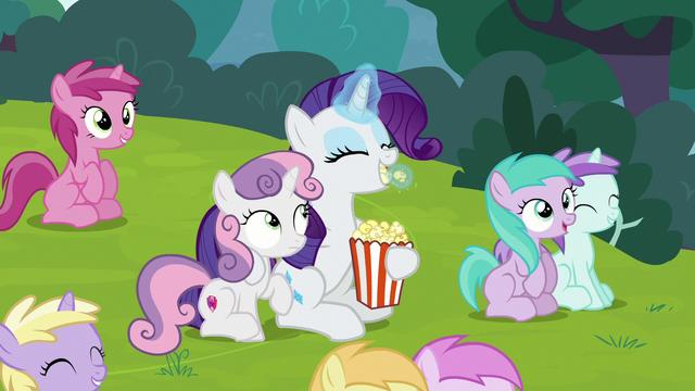 File:Rarity eating popcorn S7E6.png