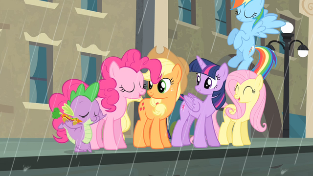 File:Rarity's friends relieved S4E08.png