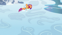 Scootaloo slides in a circle on the clouds S7E7