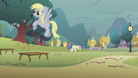 Sweetie Drops and Derpy clearing branches S01E08
