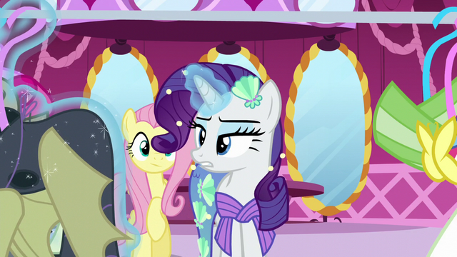 File:Rarity suggests a vampire fruit bat costume S5E21.png