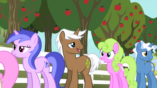 File:Daisy and Sea Swirl waiting in line S2E15.png