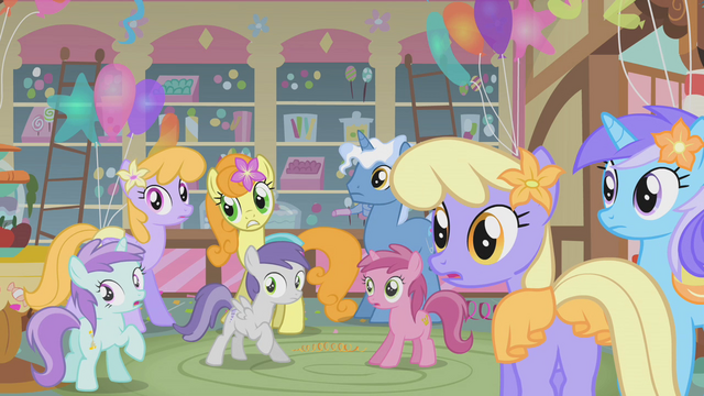 File:Ponies in surprise S1E12.png