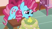 Chiffon tops multi-layered cake with a pear S7E13