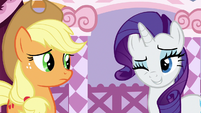 Rarity winking at Applejack S7E9