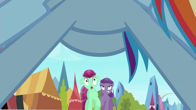 File:Nearby two ponies scared by Rainbow S3E2.png
