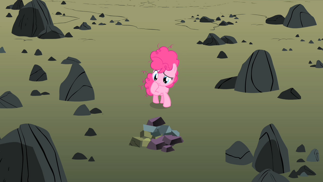 File:Pinkie thinking S01E23.png