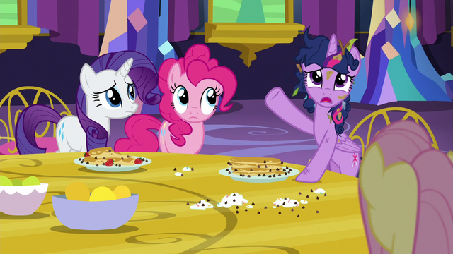 "File:Twilight ""look how big it is!"" S5E3.png"