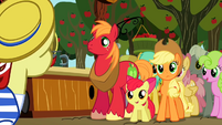 Apple Family watching Flam S2E15