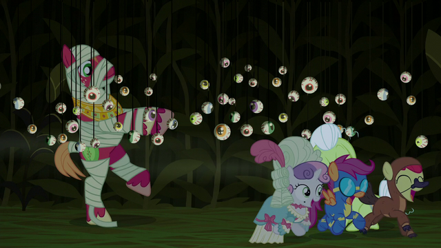 File:Crusaders run away happily scared S5E21.png