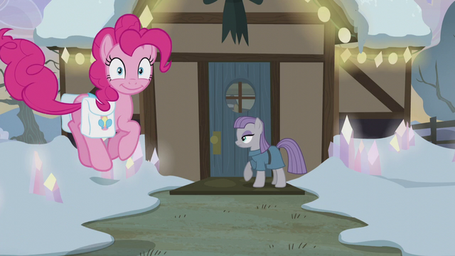 File:Pinkie Pie bouncing to her house's front door S5E20.png