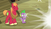 Discord briefly poofs away from Spike and Big Mac S6E17