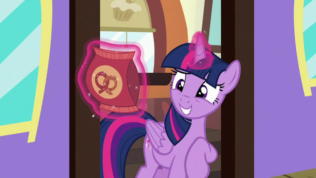 File:Twilight awkwardly accepts Starlight's pretzels S7E2.png
