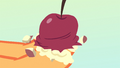 A mushy apple in Applejack's hooves S4E7.png