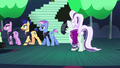Coloratura looking at her backup dancers walking to backstage S5E24.png