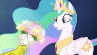 Discord gives Celestia a bouquet of flowers S4E26