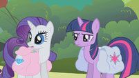 Rarity looks at Rainbow Dash S01E10