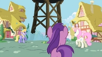 Ponies watching S02E10