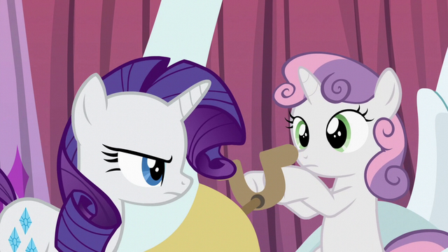 File:Rarity annoyed at Sweetie Belle S6E14.png