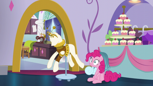 File:Pinkie with dress part on her mane S5E14.png