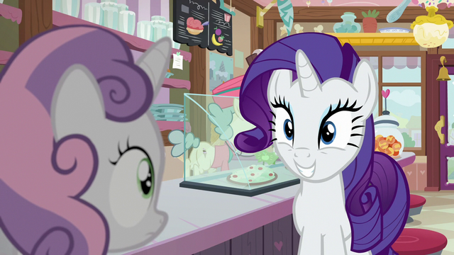 File:Rarity grinning pleased at Sweetie Belle S7E6.png