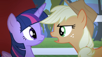 Applejack singing while facing Twilight S4E07
