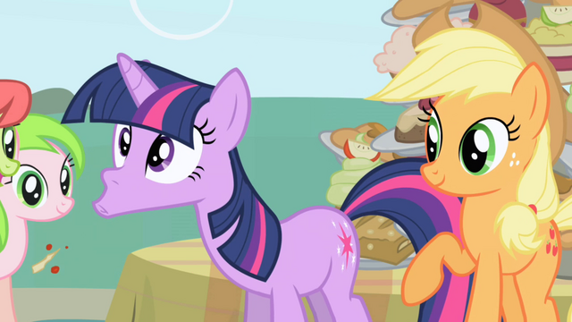 Файл:Twilight spits out the food Applejack fed her S1E01.png