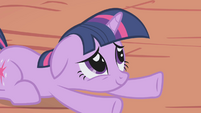 Twilight hearing her friends apologize S1E03